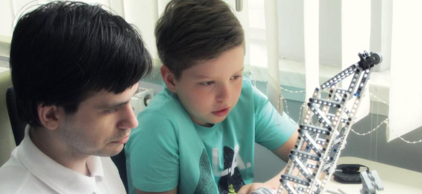 Mistrzostwa w hiszpańskiej grze planszowej i warsztaty robotyki