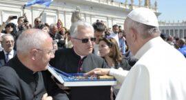 Papieskie prezenty na 90-lecie koronacji