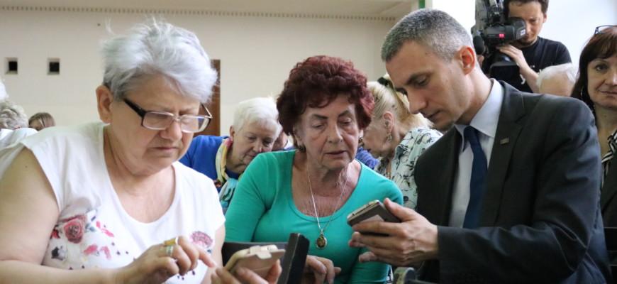 """Podsumowanie warsztatów pod hasłem """"Smartfon również dla seniora"""""""