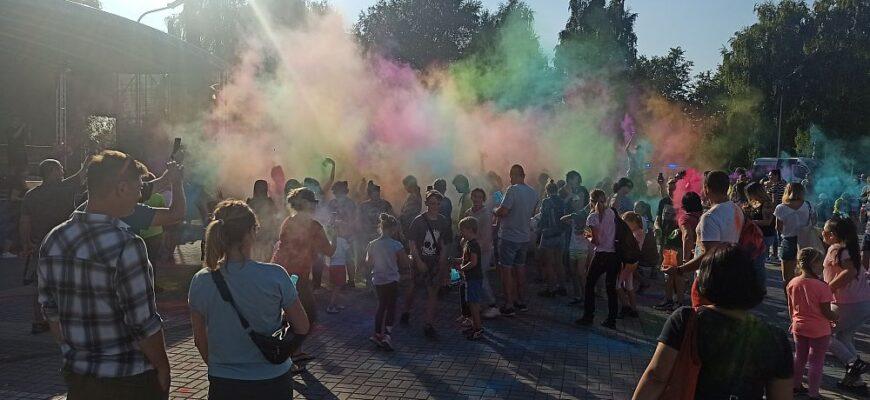 """Zabawa podczas IV Pikniku Rodzinnego """"Sport wzbogaca-nałóg zatraca"""""""